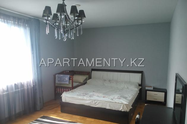 4-bedroom apartment in Aktobe