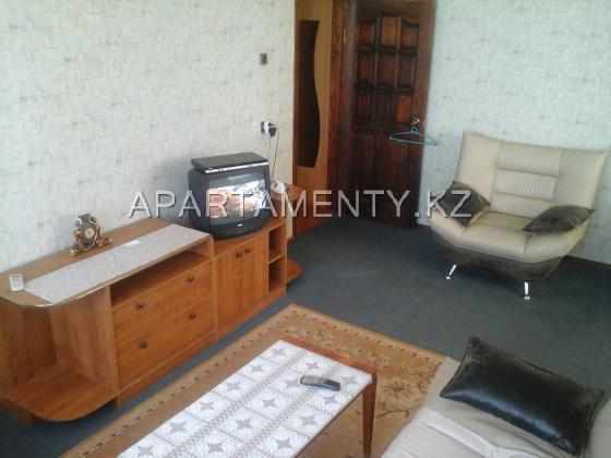1 комнатная квартира посуточно в 7мкр 4 дом