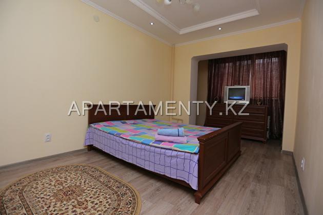 Трехкомнатная квартира посуточно,  в 14 мкр Актау