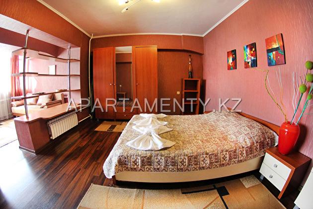 Двухкомнатная квартира посуточно в Алматы, Достык