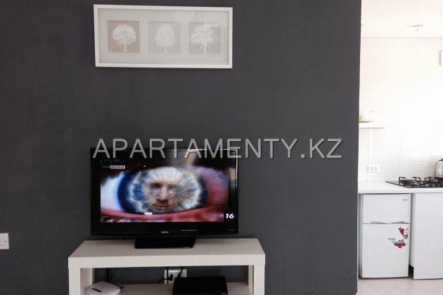 Квартира-студия посуточно в центре Караганды