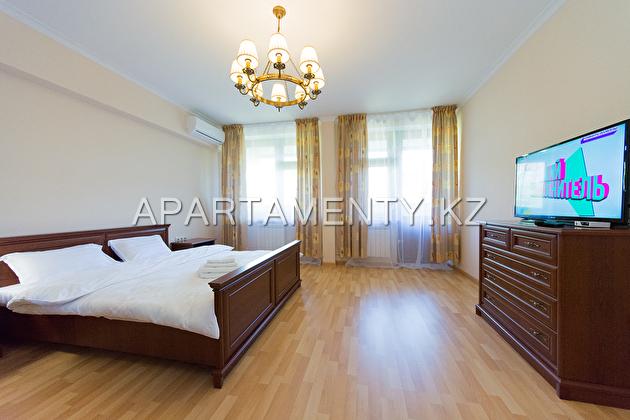 Просторная ВИП квартира посуточно, м. Абай, Алмата