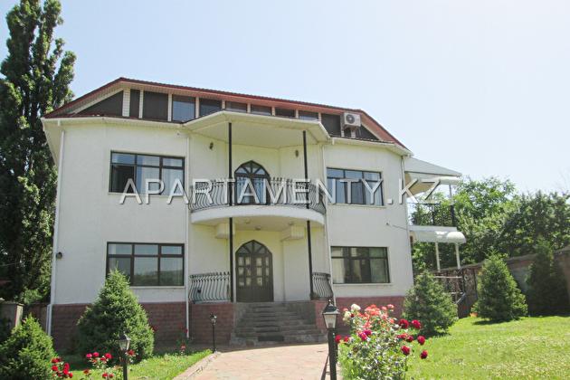 Коттедж посуточно в Алмате