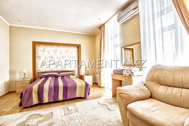 Уютная двухкомнатная квартира на сутки ЖК Версаль