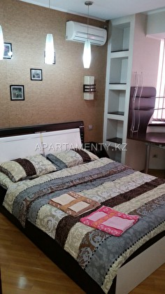 Daily 2-bedroom apartment in Shymkent