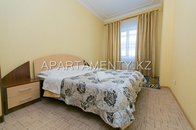 2-room apartment for daily rent, ul. Turkestan 2