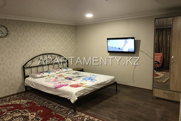 1-room apartment for daily rent, ul. Satpaeva 2