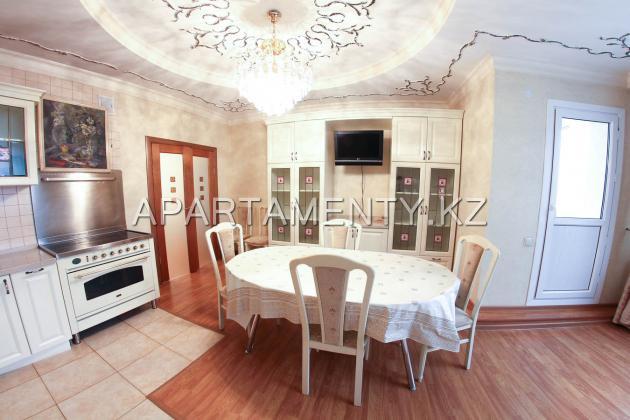 Четырехкомнатные апартаменты посуточно, Нурлытау