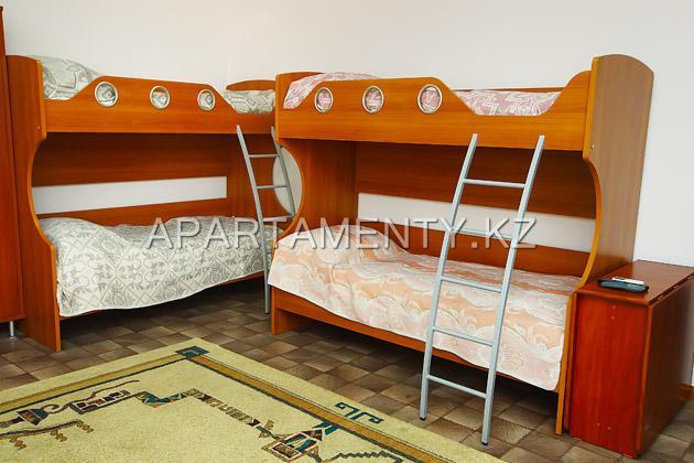 10-bed room