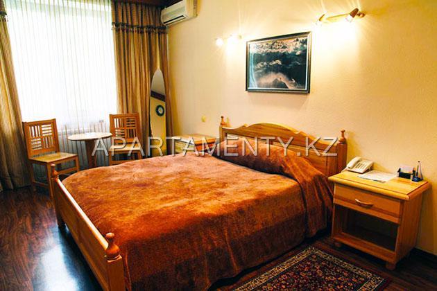 Semi-luxe room