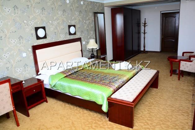 Люкс номер с большой кроватью