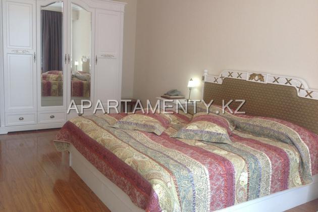 Suite 2 double bedroom