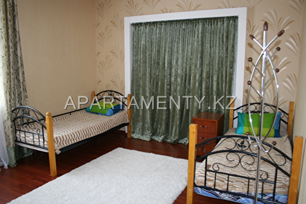 2 bed room with separate beds