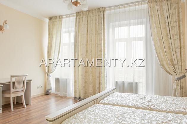 Апартаменты посуточно с двумя спальнями и кабинетом