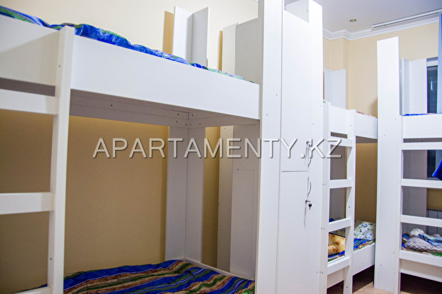 8 seater room