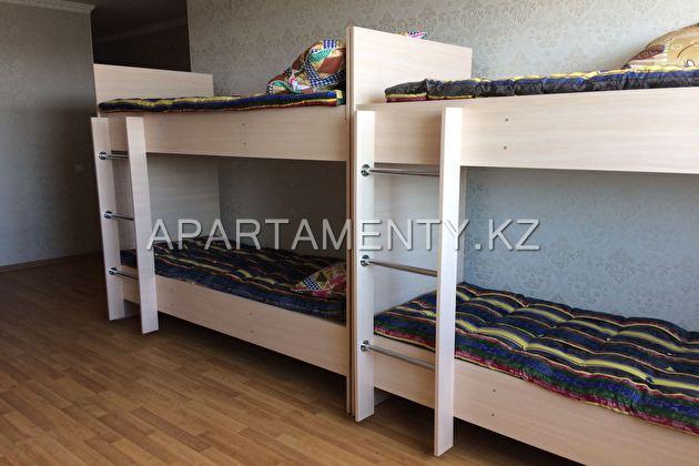 Спальные места посуточно, Десятиместная комната