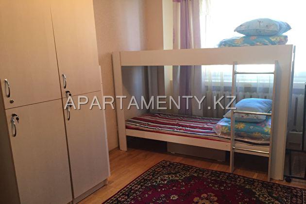 Кровать в мужской комнате на сутки