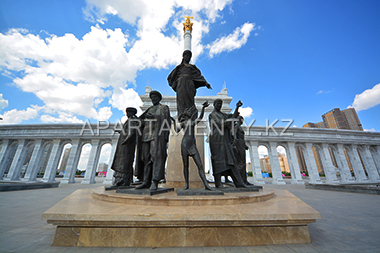 monument in Independence Square, Astana