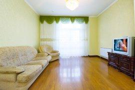 Уютная двухкомнатная квартира на сутки, Дипломат