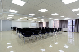 meeting rooms for rent from 10 to 100 people