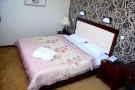Полулюкс номер с большой двуспальной кроватью